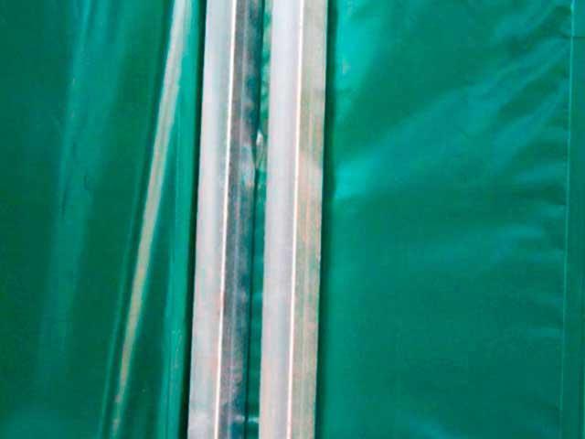 Copertura mobile particolare doppio montante di struttura in acciaio zincato.