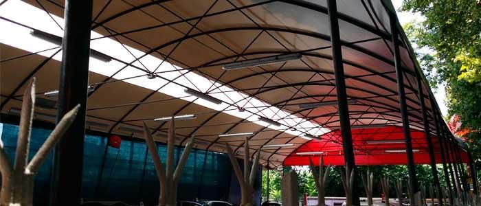 Tettoie ad arco interno struttura in acciaio.
