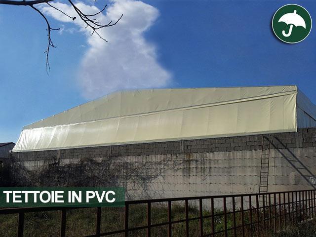dettaglio tamponamento posteriore tettoia pvc napoli