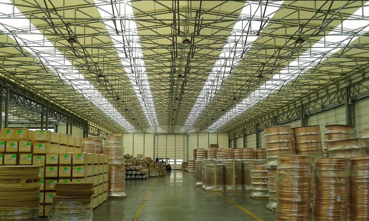 Interno di un Capannone in pvc Civert, molto luminoso, per grande aziende