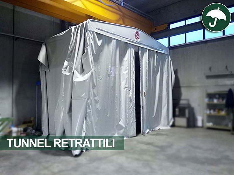 Tunnel retrattile frontale in un capannone aziendale